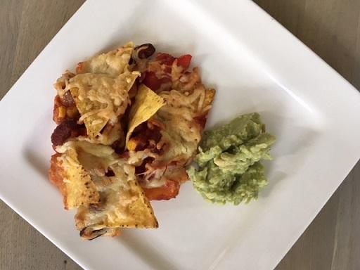 mexicaanse bonenschotel met tortillachips