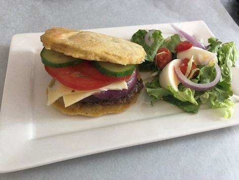 Pannenkoekburger met kaas