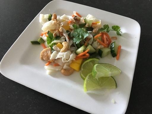 Thaise maaltijdsalade met kip, cashewnoten en rijstnoedels